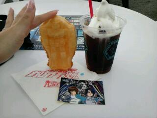 写メ撮ってる間にもソフトクリームが溶けていく暑さ